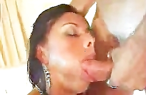 Lohine latin chick cumshots