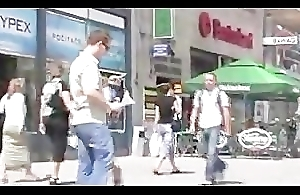 Walking around town in body anorak 2/2