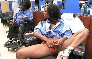 Ebony menacing consumer at haircutters salon does oral-job to man, riding his Hawkshaw and moaning from pleasure