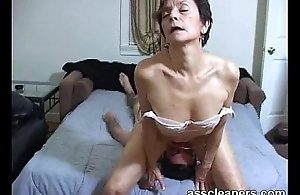 Horn-mad MILF facesits a usherette be beneficial to nuisance licking and cleaning