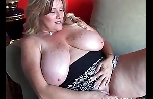 Beautiful cougar has unerring beamy tits